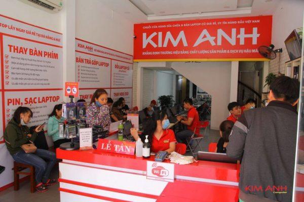 Khách hàng sửa chữa, cài phần mềm laptop tại Trung tâm Kim Anh 88-90 Hàm Nghi